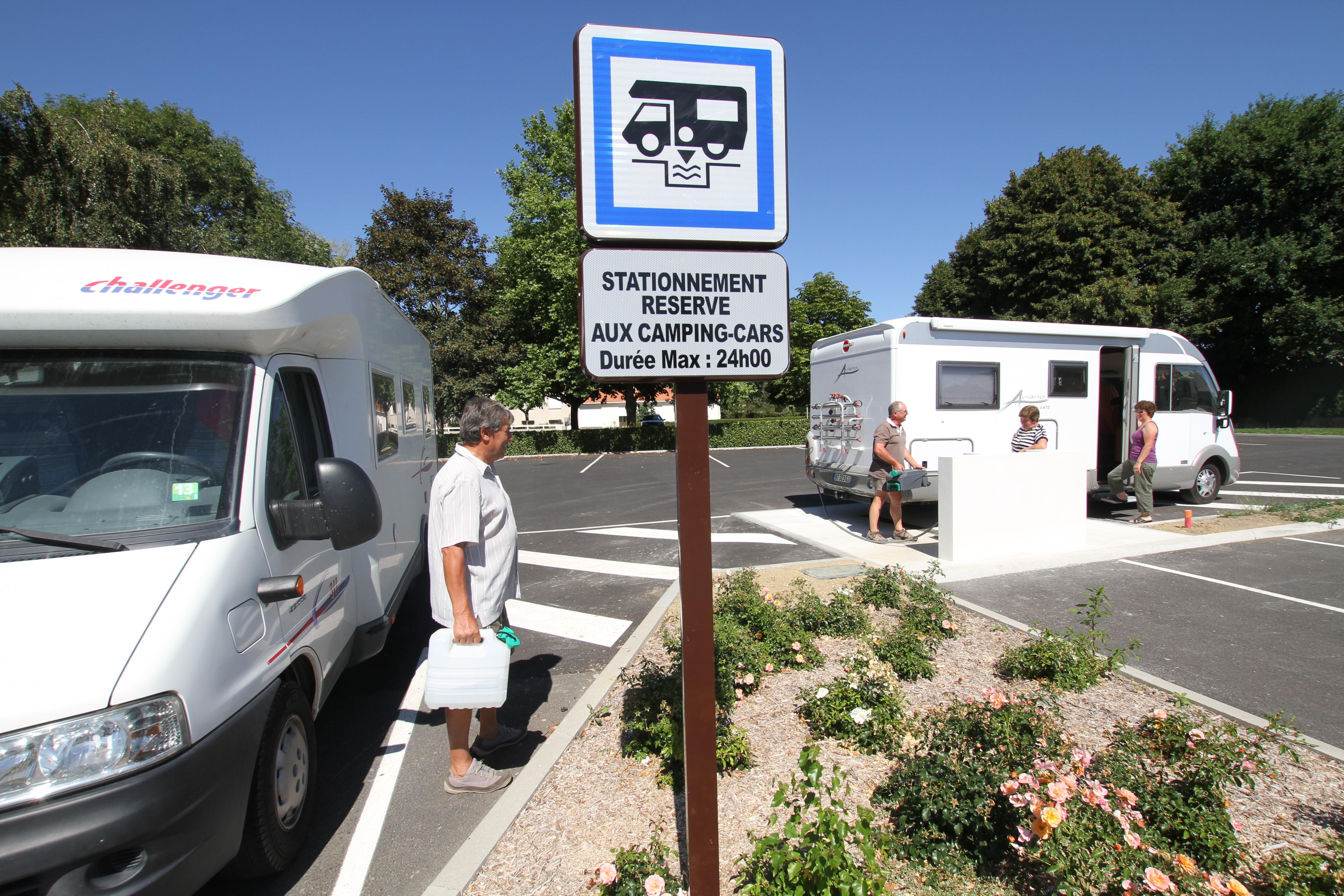 aire de camping cars vend e vall e. Black Bedroom Furniture Sets. Home Design Ideas