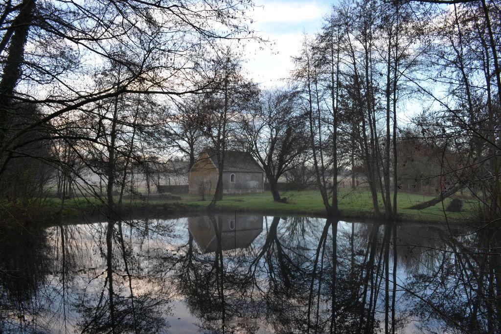 https://cdt49.media.tourinsoft.eu/upload/Chapelle-Notre-Dame-des-Fontaines--2-.JPG