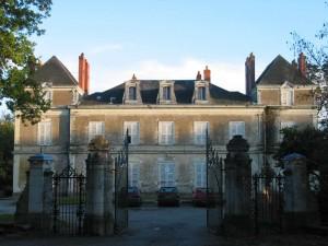 https://cdt49.media.tourinsoft.eu/upload/Chateau-du-Haut-Gesvres-19eme-siecle-1-300x225.jpg