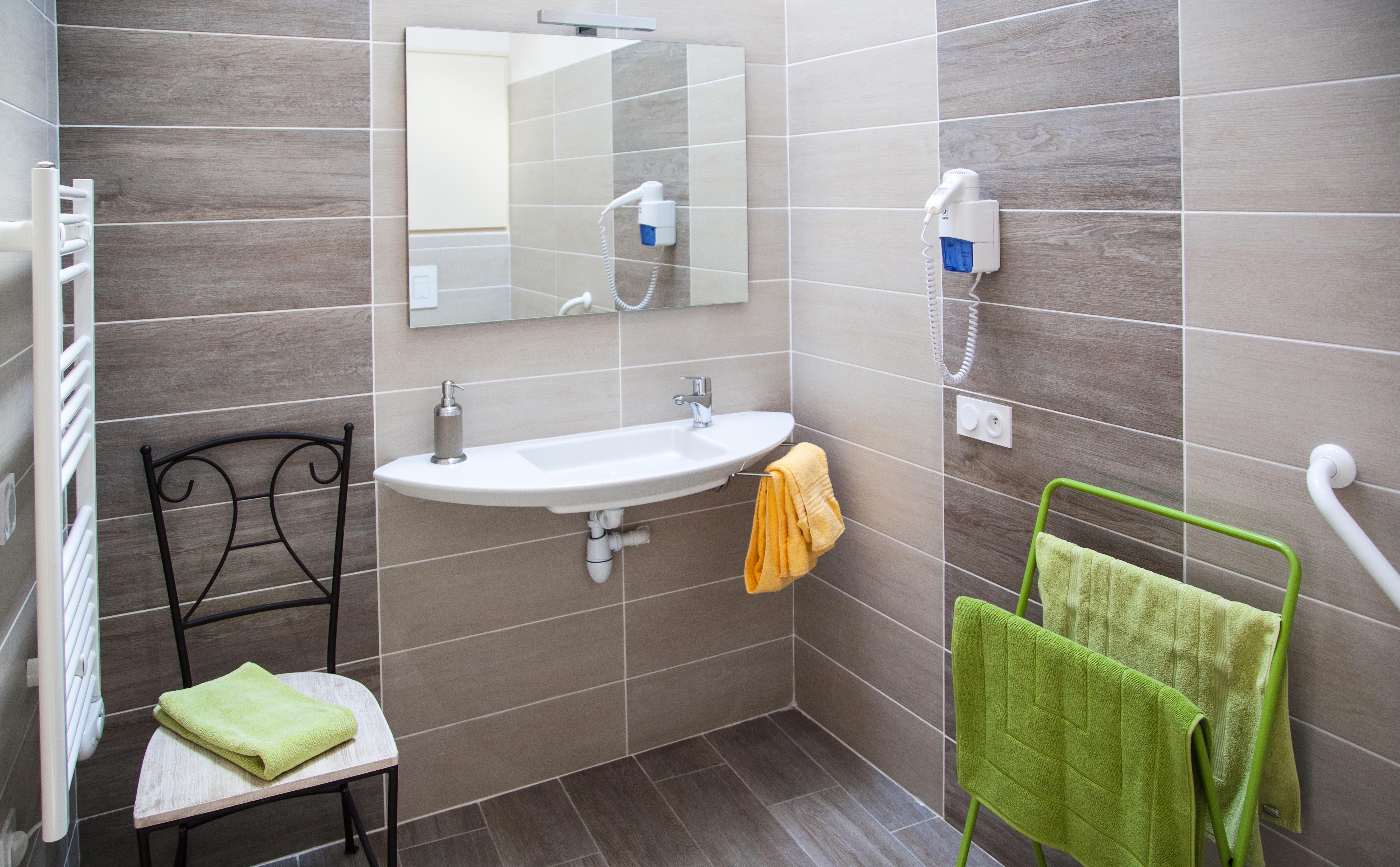 chambre d 39 hotes chiron annie le bois dormir puy du fou dormir vend e vall e. Black Bedroom Furniture Sets. Home Design Ideas