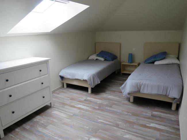 chambre-simple-gite-parenthese-saint-georges-chemille