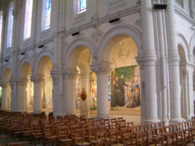 eglise-de-chanzeaux-colonnes-et-peintures-PCU49